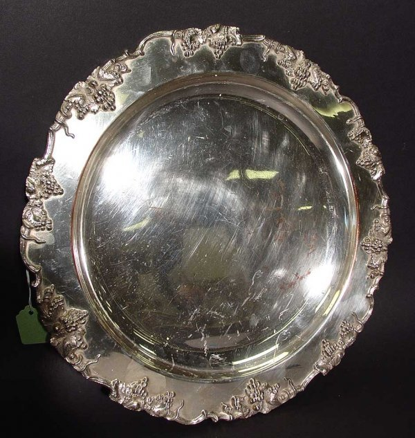 19: SHEFFIELD PLATED CIRCULAR TRAY, having a vintage ed