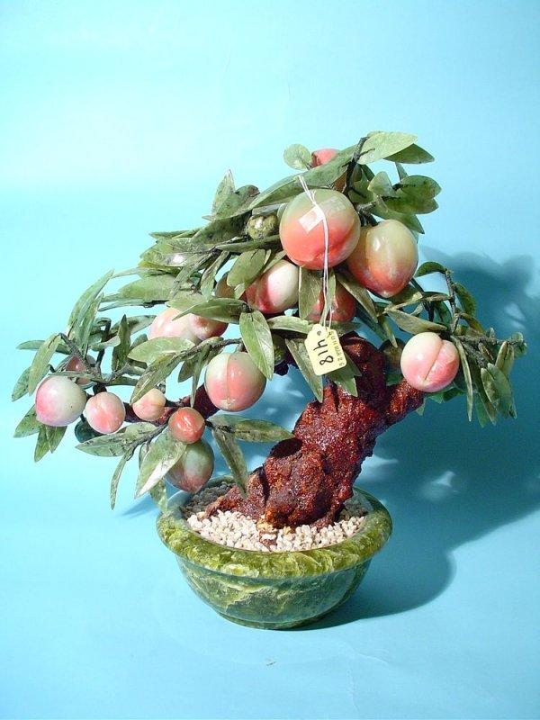 418: CHINESE CARVED JADE PEACH TREE, having tinted jade