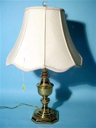POLISHED BRASS TABLE LAMP, having an urn form colum