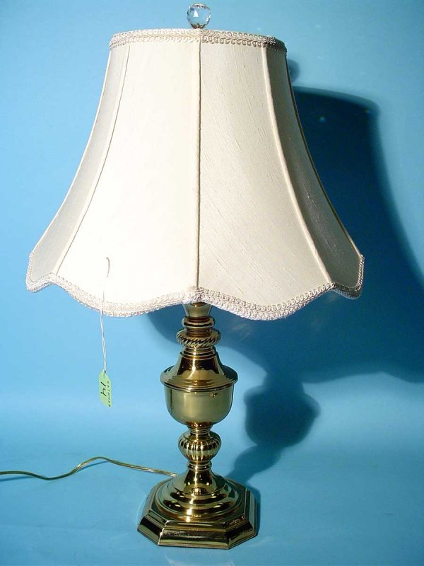 14: POLISHED BRASS TABLE LAMP, having an urn form colum
