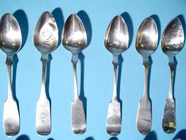 17: LOT OF SIXTEEN AMERICAN COIN SILVER TEASPOONS, 19th - 3