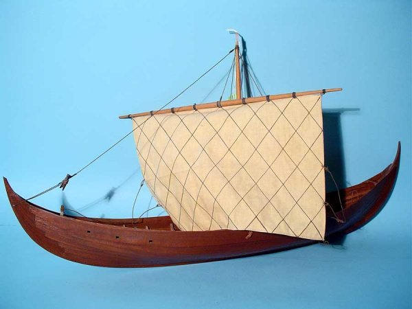 18: HAND-CRAFTED SCALE MODEL OF A VIKING SKIB, with sai - 2