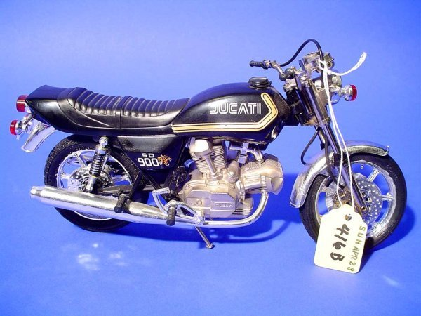 416B: GUILOY DUCATI SD 900 MOTORCYCLE, 1/10 scale model