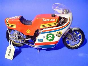GUILOY SUZUKI RACER MOTORCYCLE, 1/10 scale model,