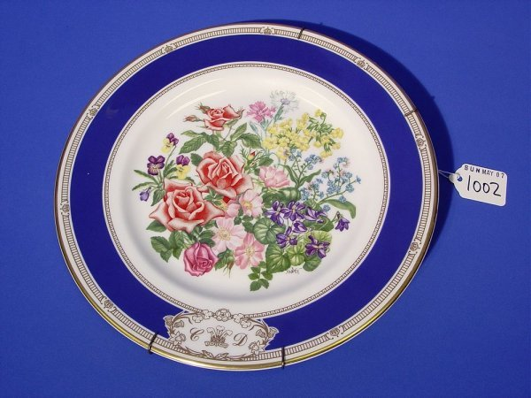1002: ROYAL DOULTON GILDED AND DECORATED BONE CHINA COM