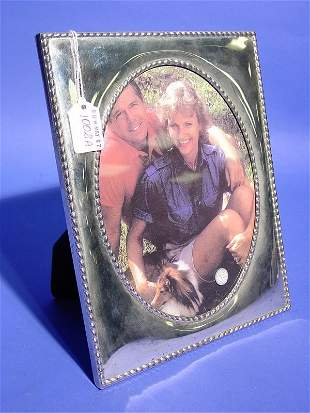 SILVERPLATED OVAL PHOTO FRAME, having a gadroone
