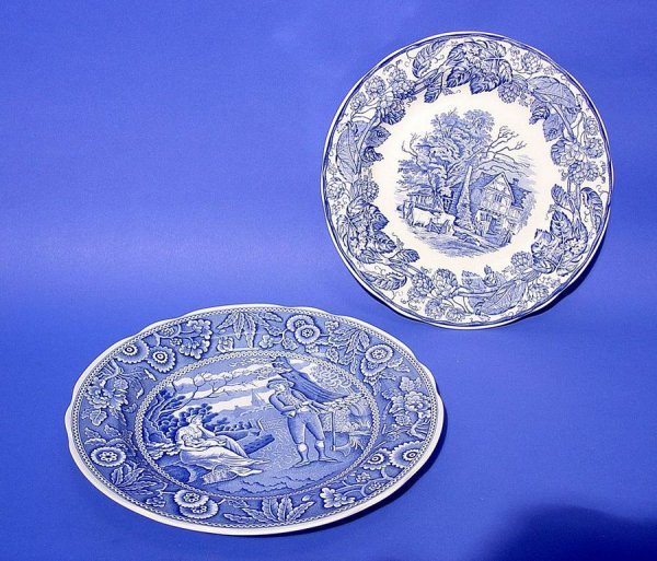 1015: LOT OF TWO SPODE BLUE AND WHITE DECORATED CIRCULA