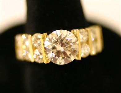 1193A: 14 KT. YELLOW GOLD AND DIAMOND RING, the center