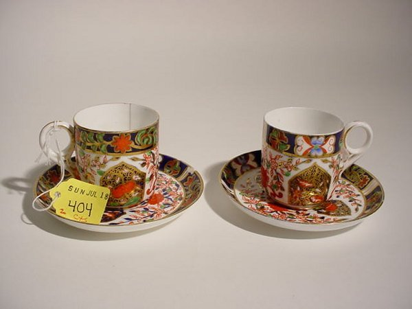 404: PAIR OF DERBY PORCELAIN DEMITASSE CUPS AND SAUCERS
