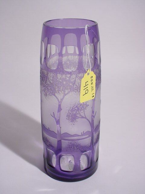 419: WHEEL AND ACID CUT AMETHYST CRYSTAL CAMEO GLASS VA