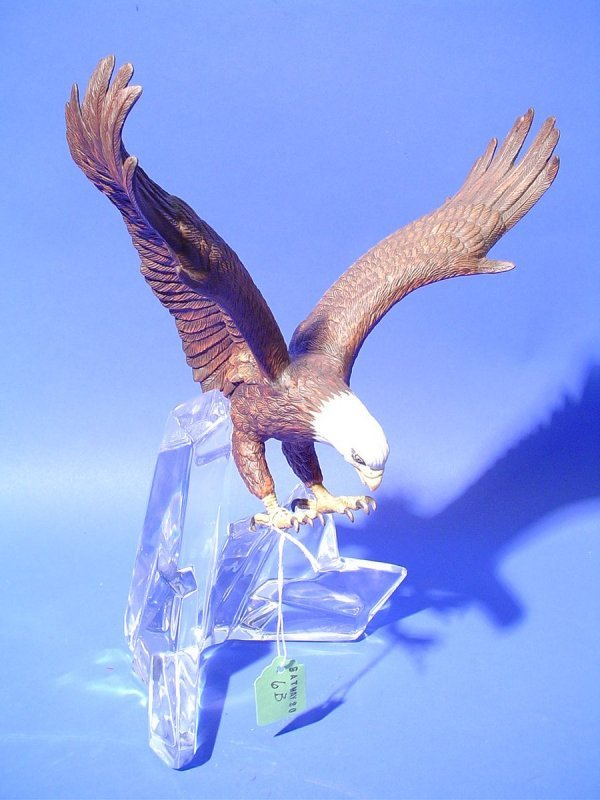 6B: PORCELAIN SCULPTURE OF A SPREAD-WING BALD EAGLE ON