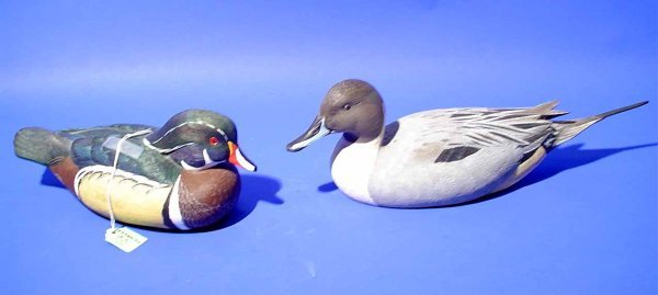 9C: PAIR OF CARVED RESIN DECOYS OF A DRAKE AND PINTAIL