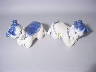 PAIR OF CHINESE BLUE-ON-WHITE PORCELAIN OPIUM PILL