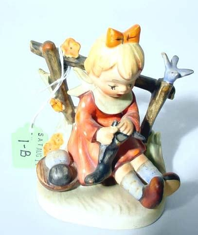 1B: HUMMEL STYLE FIGURE OF A YOUNG GIRL
