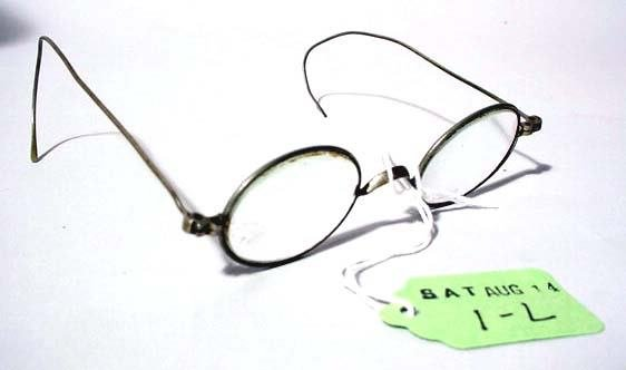 1L: PAIR OF WIRE FRAME EYE GLASSES