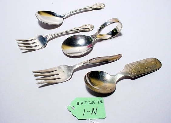 1N: LOT OF 5 PIECES OF SILVERPLATED INFANT'S FLATWARE