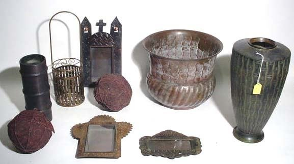 401I: BOX LOT OF MISCELLANEOUS METAL ITEMS