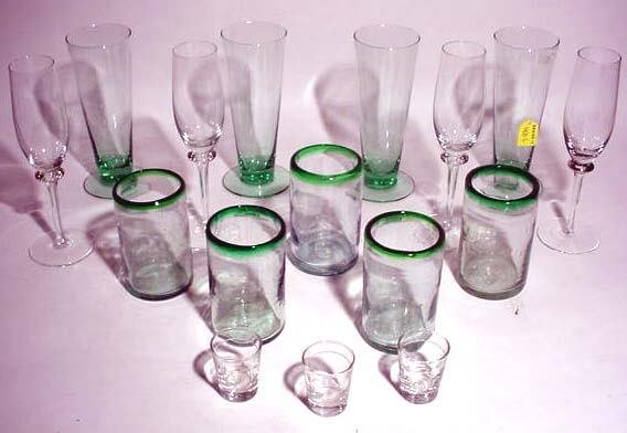 401L: BOX LOT OF EVERYDAY GLASSWARE ITEMS