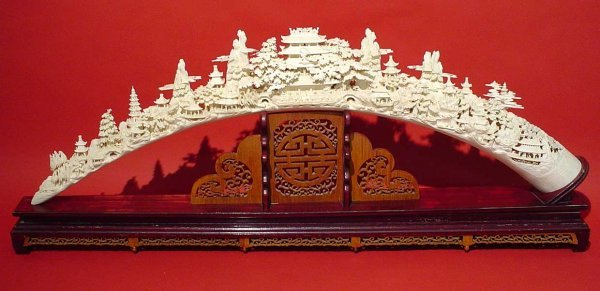 495: LARGE AND INTRICATELY CARVED CHINESE IVORY TUSK ON
