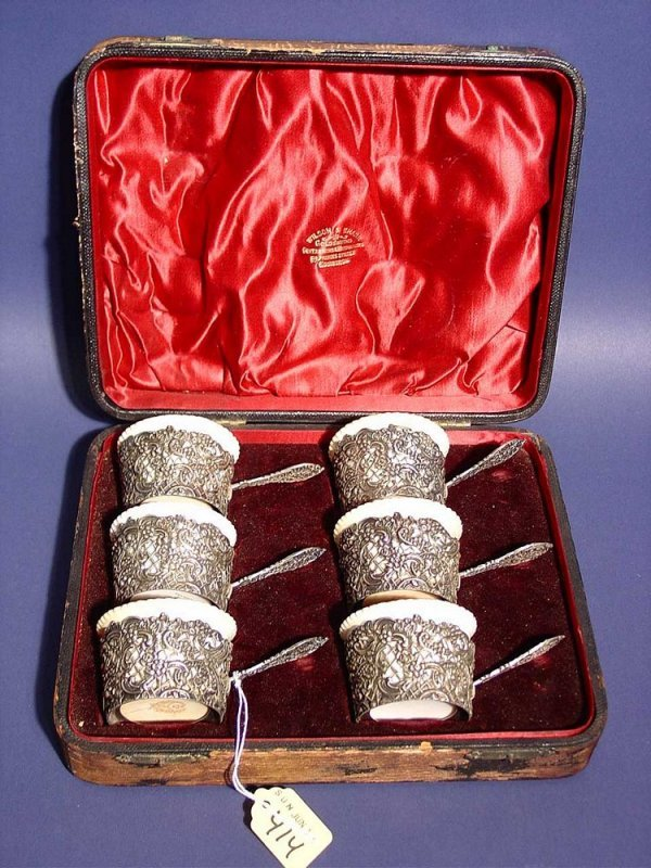 414: SET OF SIX ENGLISH SILVER CUSTARD CUPS IN FITTED C