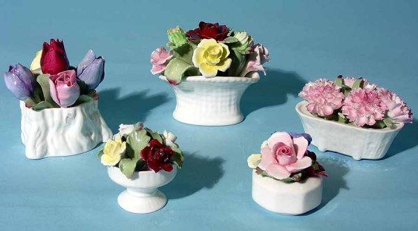 12: LOT OF FIVE SMALL AYNSLEY DECORATED PORCELAIN FLORA