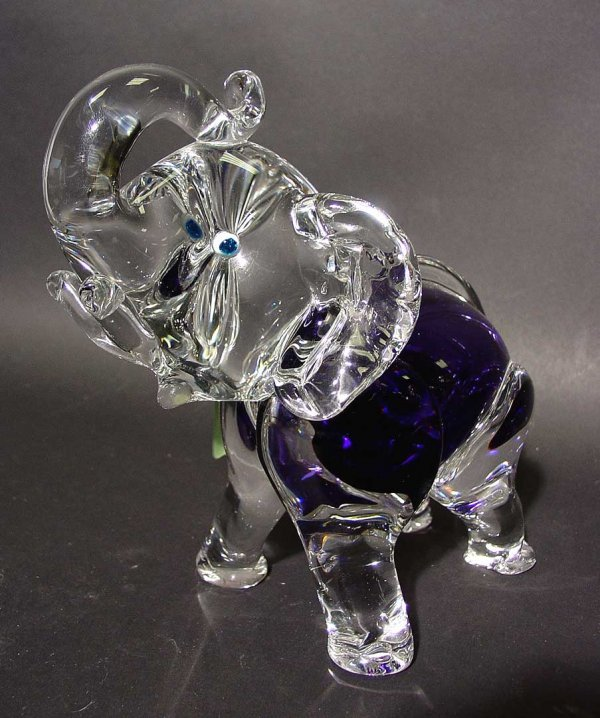 414: MURANO STYLE COLORED CRYSTAL SCULPTURE OF AN ELEPH