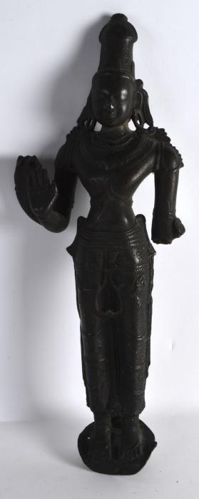 A GOOD 17TH CENTURY INDIAN BRONZE FIGURE OF A GODDESS