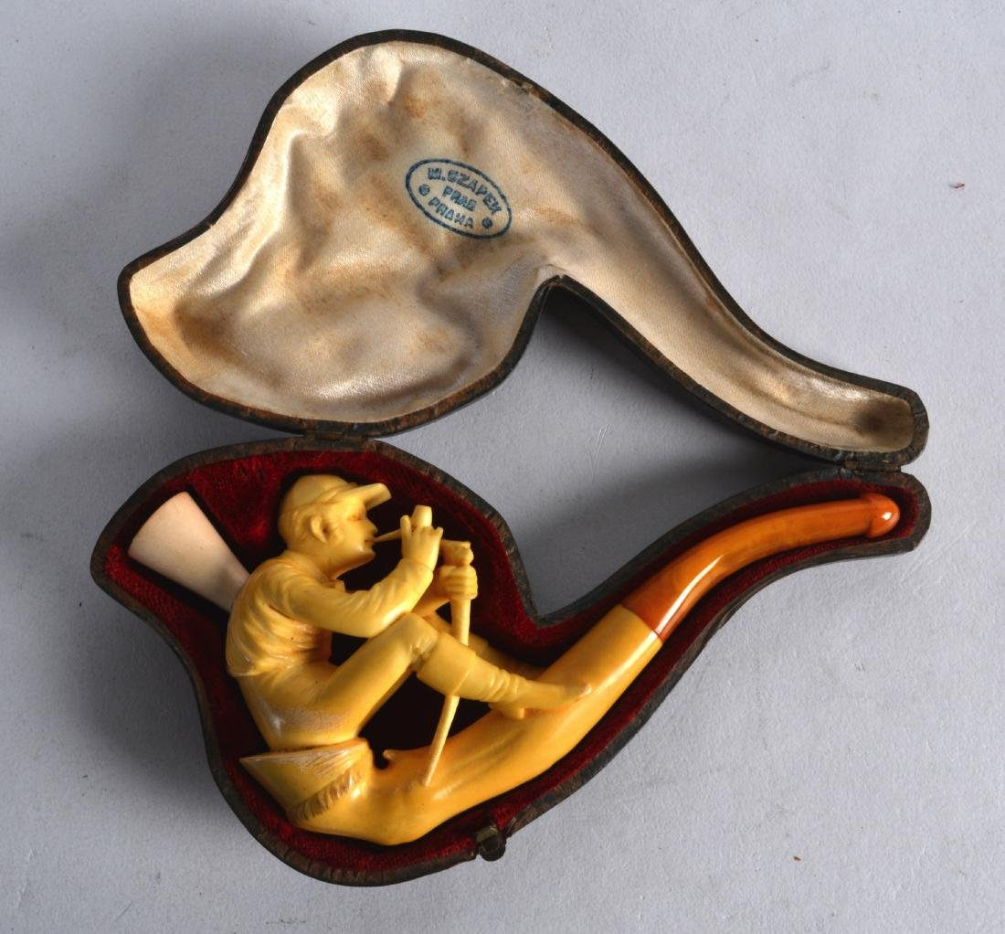 A GOOD VICTORIAN CARVED MEERSCHAUM AND AMBER PIPE in
