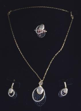 A GOOD 18CT YELLOW AND WHITE GOLD SUITE OF JEWELLERY