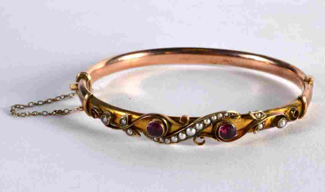 A LATE VICTORIAN 9CT GOLD SEED PEARL GARNET HINGED