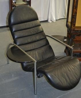 A RETRO STYLISH BLACK LEATHER AND CHROME CHAIR.