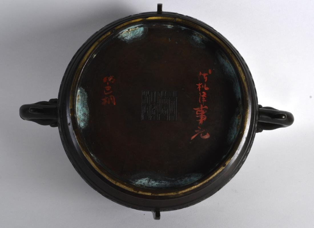 A LOVELY 18TH/19TH CENTURY CHINESE TWIN HANDLED BRONZE - 3