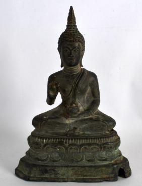 AN 18TH/19TH CENTURY THAI BRONZE FIGURE OF A BUDDHA