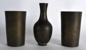 A PAIR OF CHINESE QING DYNASTY INCISED BRONZE BEAKERS