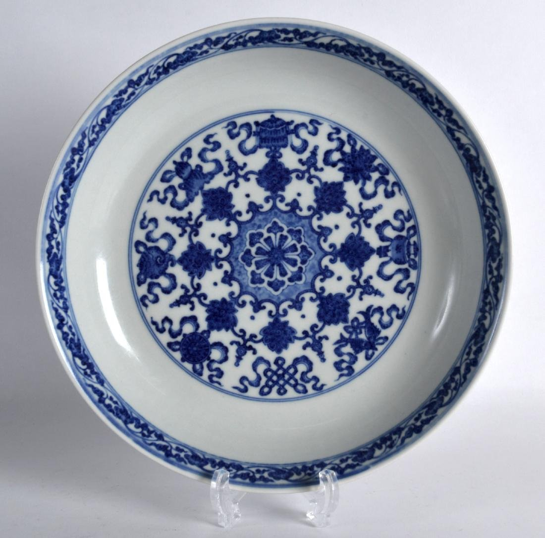 A CHINESE BLUE AND WHITE PORCELAIN SAUCERDISH bearing