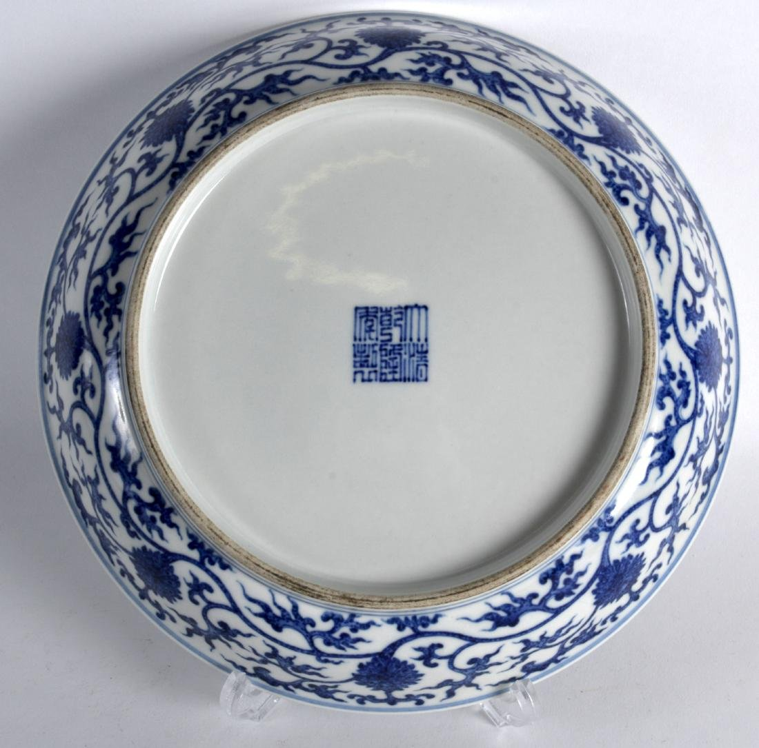 A CHINESE BLUE AND WHITE PORCELAIN SAUCERDISH bearing - 2