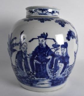 A LARGE 19TH CENTURY CHINESE BLUE AND WHITE GINGER JAR