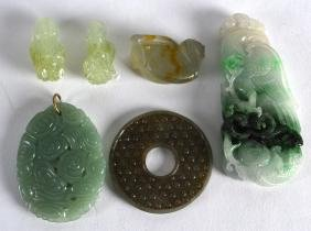 A GROUP OF SIX CHINESE CARVED JADE AND JADIETE ITEMS in