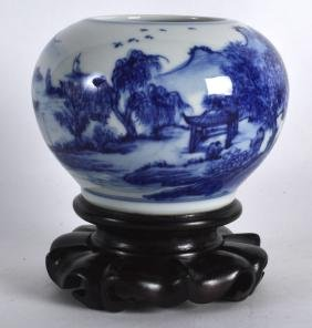 AN EARLY 20TH CENTURY CHINESE BLUE AND WHITE BRUSH