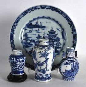 AN 18TH CENTURY CHINESE EXPORT BLUE AND WHITE PLATE
