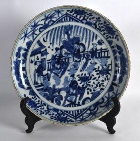 AN 18TH CENTURY CHINESE BLUE AND WHITE PORCELAIN DISH