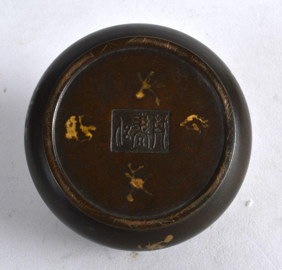 A CHINESE GOLD SPLASH BRONZE CENSER AND COVER bearing - 3