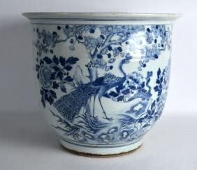 AN EARLY 20TH CENTURY CHINESE BLUE AND WHITE JARDINIERE