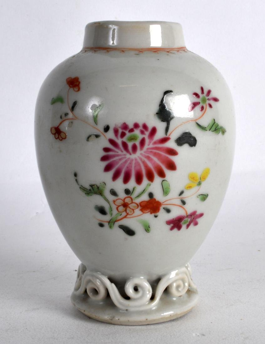 AN 18TH CENTURY CHINESE EXPORT FAMILLE ROSE TEA CADDY