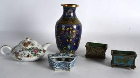 AN EARLY 20TH CENTURY CHINESE CLOISONNE ENAMEL VASE