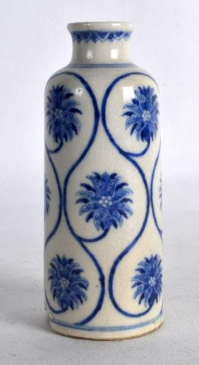 A LARGE LATE 19TH CENTURY CHINESE BLUE AND WHITE