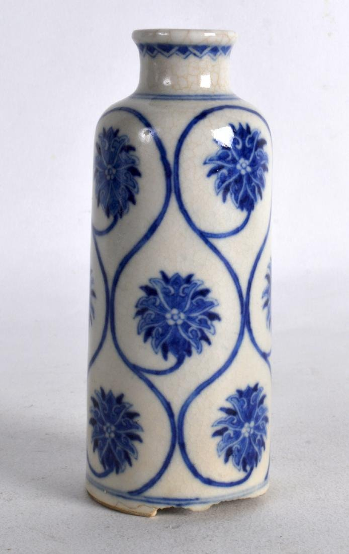 A LARGE LATE 19TH CENTURY CHINESE BLUE AND WHITE - 2