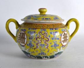 AN EARLY 20TH CENTURY CHINESE FAMILLE JAUNE BOWL AND
