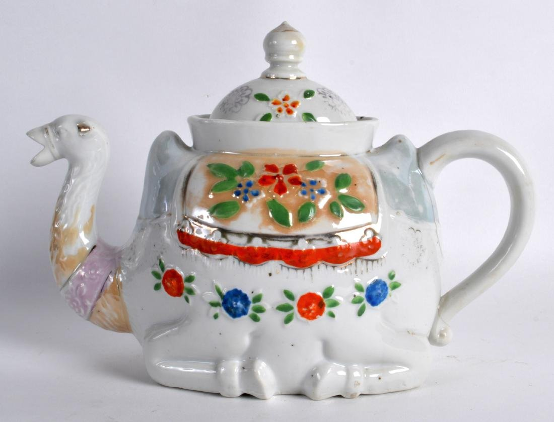 AN UNUSUAL EARLY 20TH CENTURY CONTINENTAL TEAPOT AND