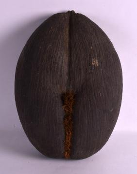 A LARGE EARLY 20TH CENTURY COCO DE MER NUT of